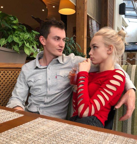 Муж скандальной Дианы Шурыгиной отказался носить обручальное кольцо