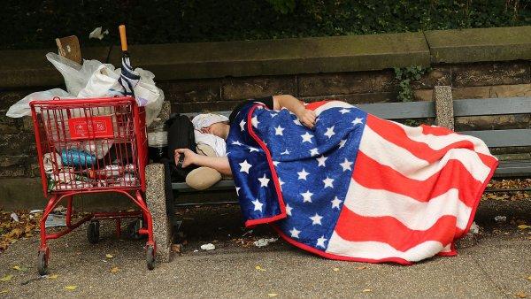 Малообеспеченным американцам будут платить деньги просто так