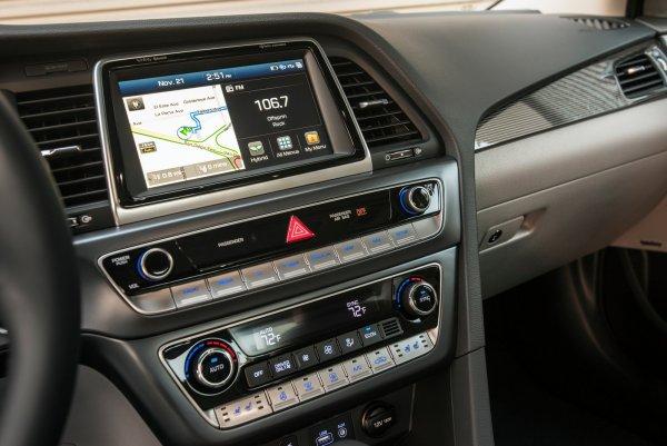 Новый седан Hyundai Sonata вышел в плагин-гибридной версии