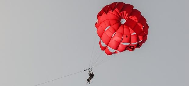 В Югре из-за пьяного инструктора не раскрылся парашют школьницы