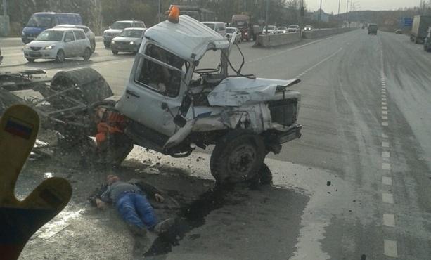 Появилось видео момента массового ДТП на тюменской объездной, где водитель получил тяжелые травмы