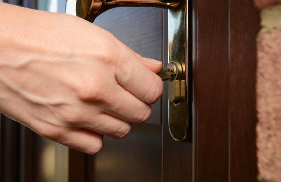Тюменец украл у соседей деньги, телефоны, электроплиту и гитару