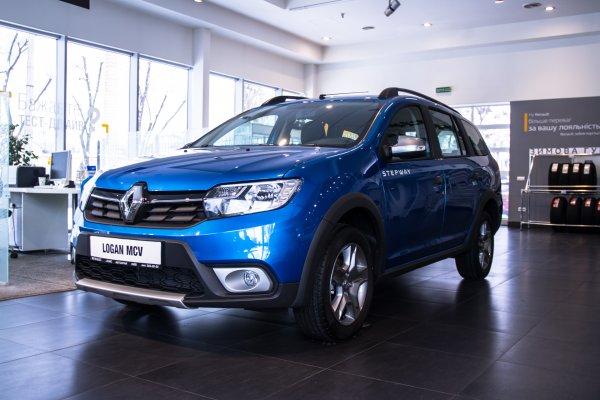 В Петербурге открыли автоцентр Renault