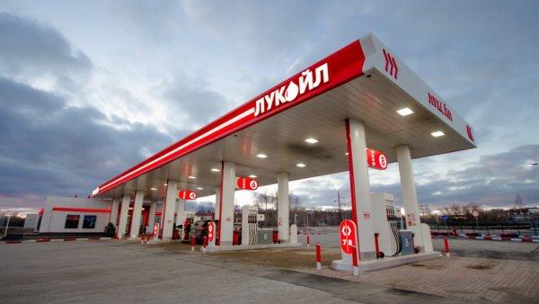 LADA Vesta «глохнет» на ходу: «Вестоводы» в сети жалуются на проблемы из-за плохого бензина