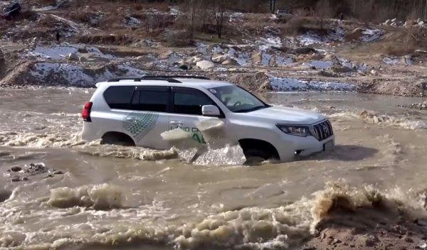 «В огне не горит, в воде не тонет»: Новый Land Cruiser Prado испытали на бездорожье