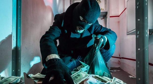 Тюменцы, которые от безденежья решили ограбить банк, отправились за решетку