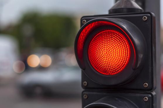 Тюменка попала под автобус, переходя дорогу на красный свет