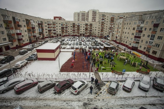 Одностороннее движение или шлагбаум? Власти Сургута и горожане ищут способы сделать дворы безопаснее
