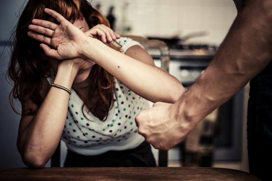 В Югре мужчина избил сожительницу, а утром нашел ее мертвой