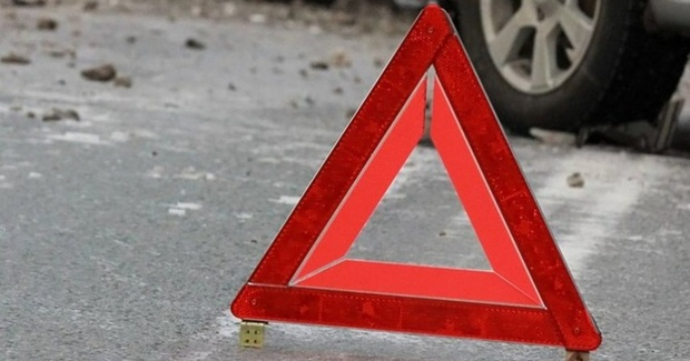 Мужчина погиб под колесами легковушки на тюменской трассе