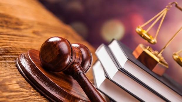 Чиновницу оштрафовали на 40 тысяч за присвоение 100 тысяч рублей