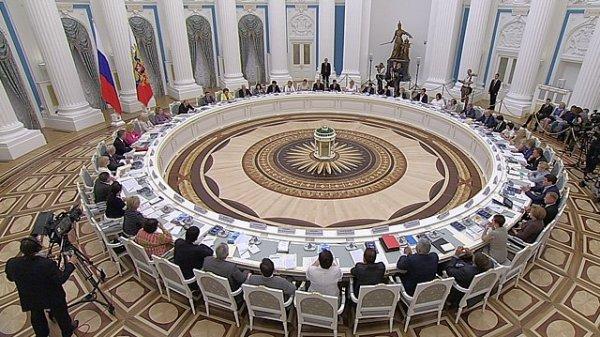 Госдума собрала за один стол депутатов и рэперов