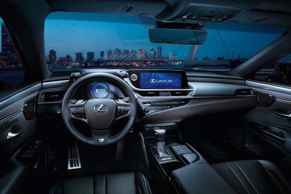 «Он вам не «Камри»: О люксовом Lexus ES рассказал обзорщик