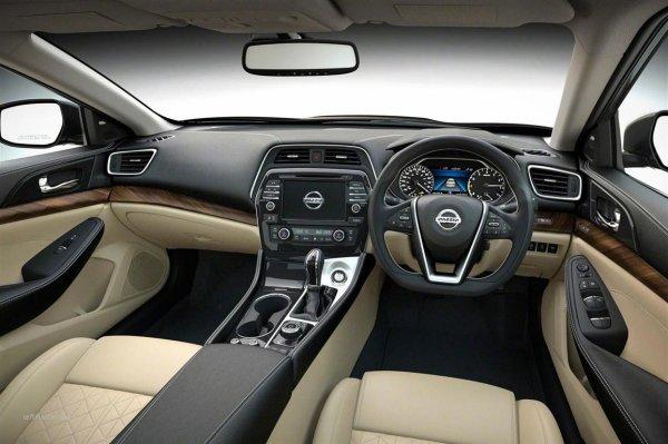 «Тише, мягче, дешевле»: О новом Nissan X-Trail рассказал обзорщик