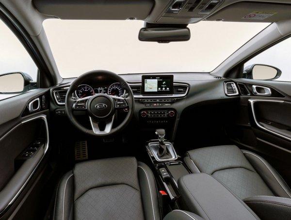 Удобнее Octavia, похож на BMW: Новый универсал KIA Ceed SW 2019 покорил автоэксперта