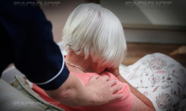 Мужчина связал 79-летнюю пенсионерку и изнасиловал ее