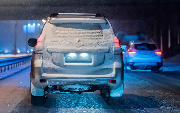Тюменец залепил номера машины снегом, чтобы избежать штрафов за нарушения ПДД