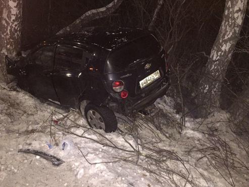 От удара машина съехала в кювет: девушка получила травму в результате ДТП на тюменской трассе