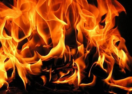 Две иномарки сгорели с разницей в два часа