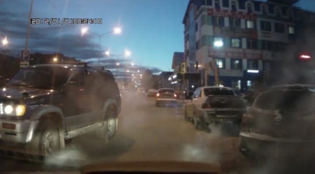 Натворил и в кусты: трусливый поступок тюменского водителя сняли на видео. 18+