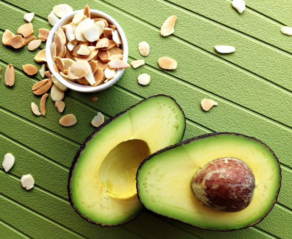 Вегетарианцы должны избегать авокадо и миндаль – эксперт