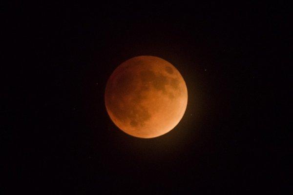 Новогодние праздники завершатся «кровавым» лунным затмением