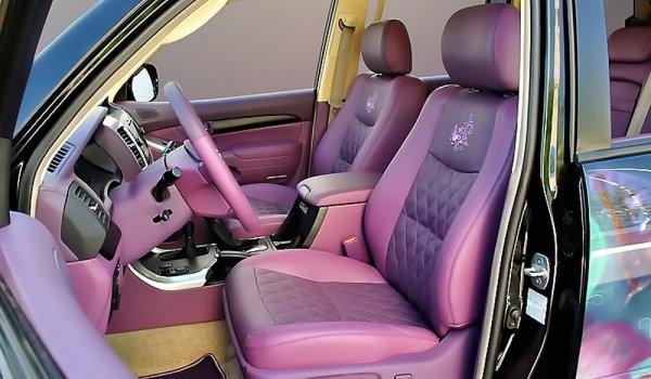«Это вам не принцесса»: В сети «освистали» розовый Toyota Land Cruiser Prado «для Барби»