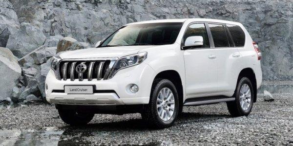 «Одичалый Прадик»: Буксирующий фуру Toyota Land Cruiser Prado поразил сеть