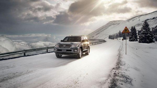 «Чистый японец»: О преимуществах праворульного Toyota Land Cruiser Prado рассказали в сети