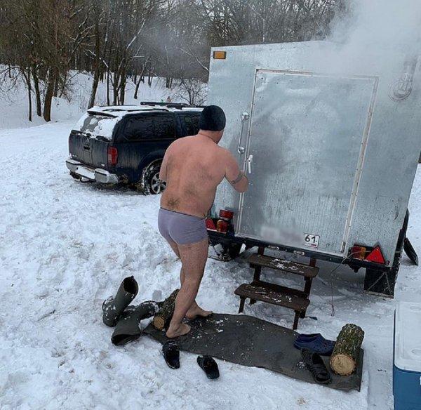 Ростовчане для купания в проруби привезли с собой баню
