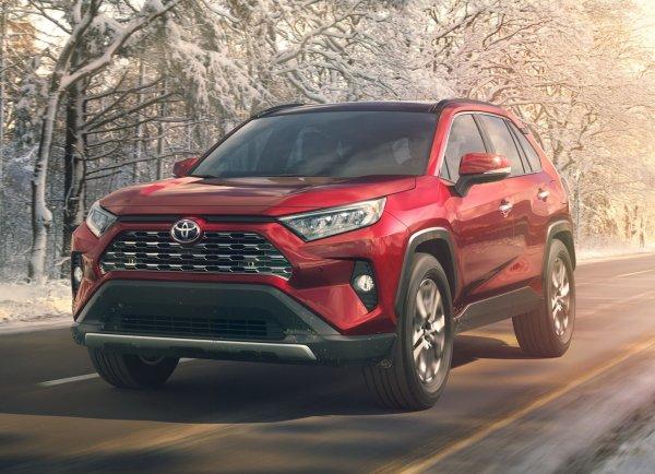 «Бомба на колесах»: Toyota RAV4 2019 года выпуска впечатлил блогера