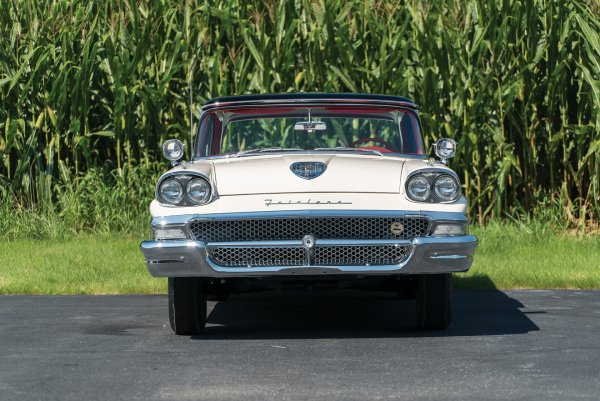 «Шесть метров американского счастья»: Блогер расхвалил свой Ford Fairlane