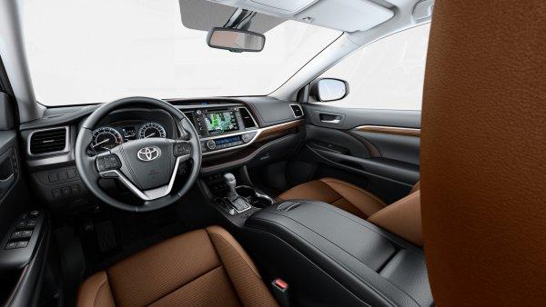 «Догнал Крузак»: Чем хорош обновленный Toyota Highlander поведал блогер