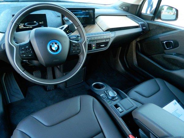 Электрокар BMW i4 показали на фото