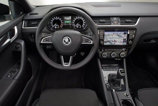 «Неустойчива на 200 км/ч»: Владельца Skoda Octavia A7 высмеяли за озвученные минусы модели