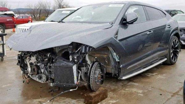 Разбитый в ДТП Lamborghini Urus продают за 115 000 долларов