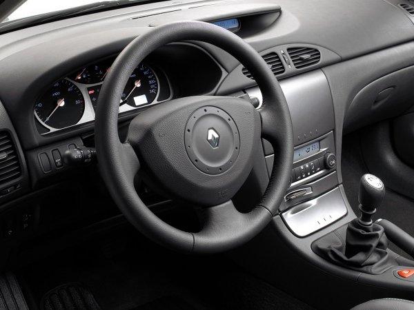 Есть ли жизнь после 200 000 км: О состоянии «старушки» Renault Laguna рассказал механик