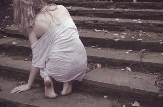 В новогоднюю ночь в подземном переходе изнасиловали девушку