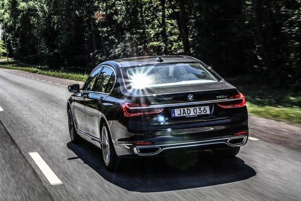 Компания BMW подробно рассказала про гибридную «семёрку» 2019 года