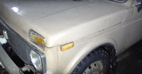 «Помойка на колёсах»: «Угробленная» до ужаса «Нива» с сеном вместо ковролина шокировала сеть