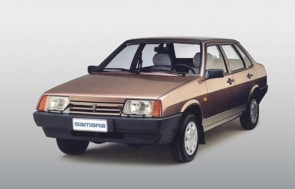 И такое бывает: Могучий ВАЗ-21099 вытащил застрявший в сугробе Toyota Land Cruiser
