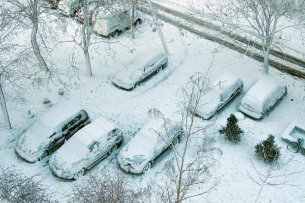 Эксперт рассказал, что будет с автомобилем, который всю зиму простоял во дворе