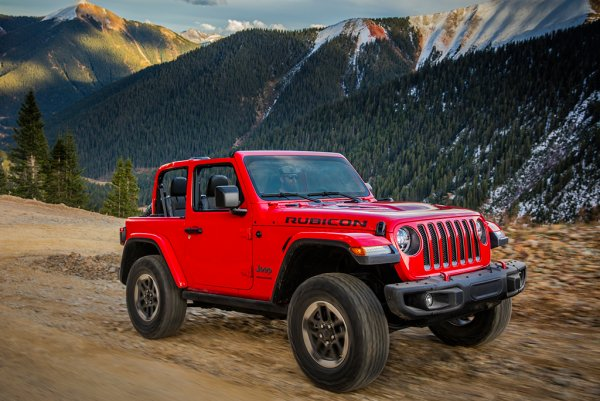 «Дно американского автопрома?»: Эксперт рассказал, что общего у Jeep Wrangler Rubicon и УАЗ «Патриот»