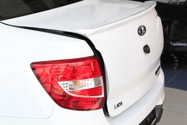 Как предотвратить появление сколов на крышке багажника, поделился владелец LADA Granta 2018