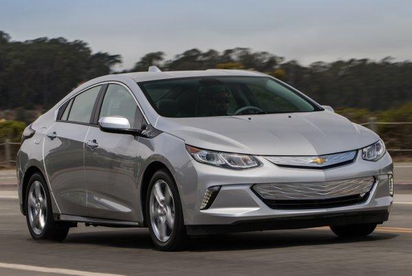 Пересел с Toyota Camry на Chevrolet Volt: Чем «американец» лучше «японца», рассказал блогер