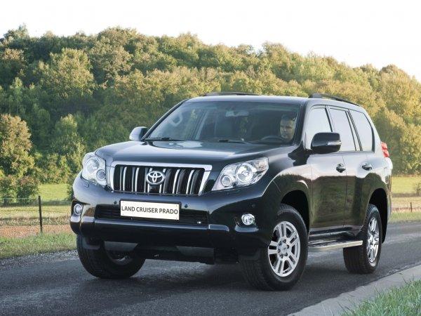 «Всё, что их объединяет – это слово Toyota»: «Клоунский» обзор-сравнение RAV4 и LC Prado раскритиковали в сети