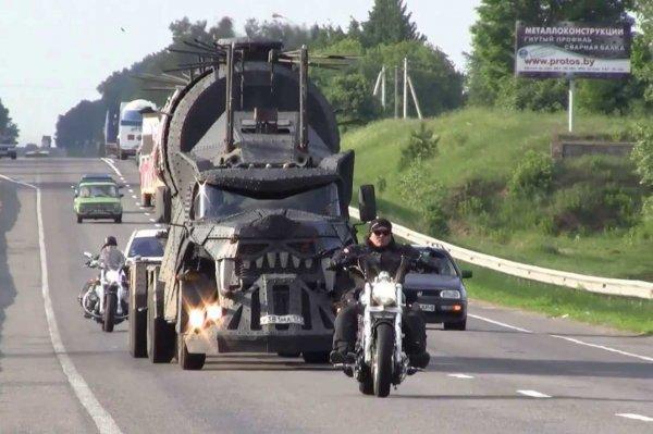 «Безумный Иван»: Необычный ЗИЛ-133 «из фильма ужасов» на трассе М4 «Дон» озадачил сеть
