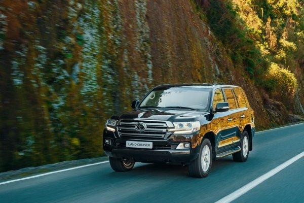 «Luxury-Крузак» для дубайских шейхов: О самом роскошном Toyota Land Cruiser рассказал обзорщик