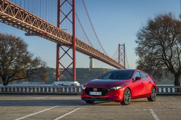 Стартовали продажи хэтчбека Mazda 3 на британском авторынке