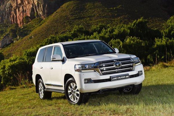 «Если на «Крузаке», то можно и так»: «Царскую» парковку омича на Toyota Land Cruiser показали в сети
